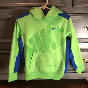 Nike therma-fit sweatshirt size4